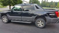 2004 Chevrolet Avalanche Leather and Fully Loaded