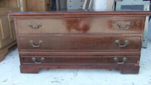 solid wood cedar chest in exc cond