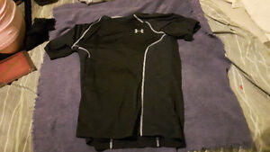Under armour -size adult small