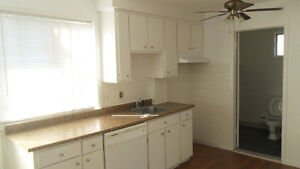 5 1/2 upper duplex very bright and clean  5th ave. Lachine