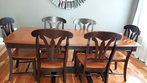 EXCELLENT SHAPE!! SOLID WOOD CANADEL DINING TABLE & SIX CHAIRS