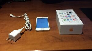 Apple Iphone 5s 16GB Locked to Bell Great Condition! $150