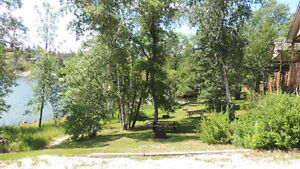 FALL SPECIAL BOOKING - 2 BEDROOM DELUXE LAKEFRONT COTTAGE