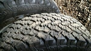 265 75 16 Tires and rims. 650 km on tires. Set of four