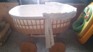 Baby moses basket crib