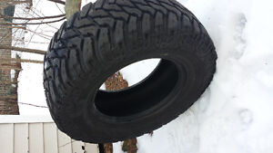 Cooper discoverer stt 33x12.50r17 and Michelin