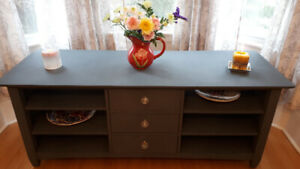 GORGEOUS SOLID OAK ENTERTAINMENT UNIT/SIDEBOARD/HALL TABLE