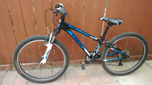 Excellent TREK MT 220 boys youth mountain bike