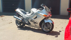 1995 ZX1100 and 1994 ZX1100 complete parts bike for sale.