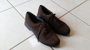 Brown Suede Ladies Shoes - Size: 9