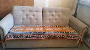 Stunning Couch with pull out bed