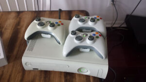 XBOX 360 - 3 Controllers, Hard Drive and games