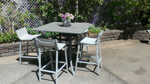 Patio Table with 4 Chairs - In excellent condition.