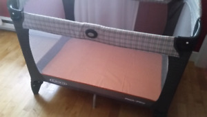 Graco pack n play with reversible napper/changer