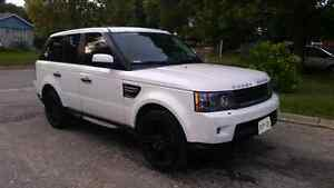 2011 Land Rover Range Rover HSE Luxury Entertainment Package    London Ontario image 9