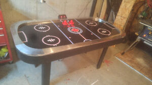 Harvard Air Hockey Table! Very Good Condition With Accessories Gatineau Ottawa / Gatineau Area image 1