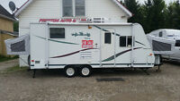 23' HYBRID! 3470LBS! SLEEPS 8! ALUMINUM FRAME! VERY NICE UNIT!