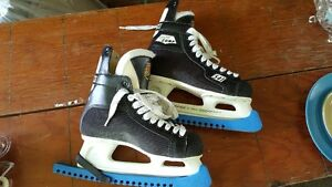 mens CCM hockey skates size 7 1/2