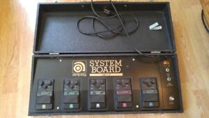 VINTAGE 5 AMPEG EFFECTS ELECTRIC GUITAR PEDALS IN CARRY CASE