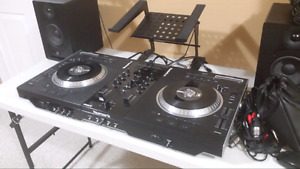 Numark NS7 (ask a reasonable offer) (Laptop stand free)