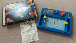 MINT VINTAGE Mattel Wayne Gretzky's Rocket Hockey Game 1979