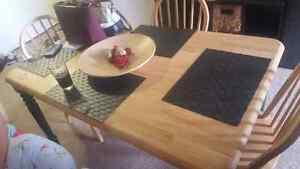 Beautiful  wood grain table with 4 chairs for sale  Oakville / Halton Region Toronto (GTA) image 1