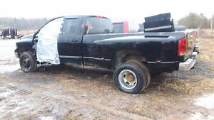 PARTING OUT INDIVIDUAL PARTS O 2003 DODGE RAM 3500 4X4 DAULLY