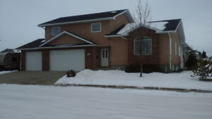 WELL MAINTAINED 4 BEDROOM HOME WITH TRIPLE GARAGE