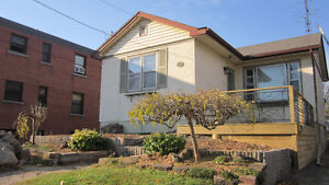 DOWNTOWN, SUNNY HOUSE, 2 FURNISHED ROOMS, WALK TO TERMINAL, JUNE