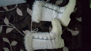 Ladies warm winter boots. Size 7