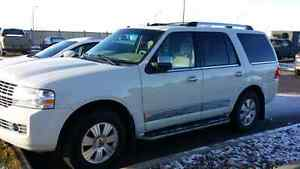 08 Lincoln Navigator. Loaded clean. Good rubber.