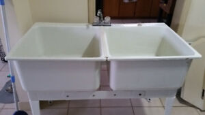Double laundry tub with taps