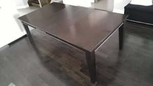 SOLID WOOD DINING/KITCHEN TABLE FOR SALE!!!