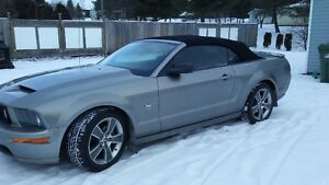 Ford Mustang decapotable v6