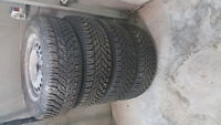 4 BASICLLY NEW Winter tires 215/60R15