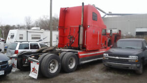 1999 Freightliner FLD 120 Fully Loaded Clean Truck.