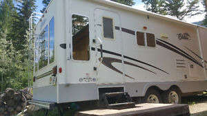 26 ft Citation 26RLS Travel Trailer with Polar Pak