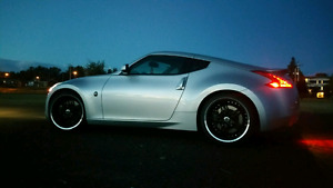 2009 Nissan 370z Touring/Sport LOW KMS