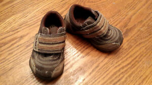 Boys Brown Shoes Size 5 Peterborough Peterborough Area image 1