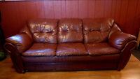 divan et fauteuil en cuir synthétique