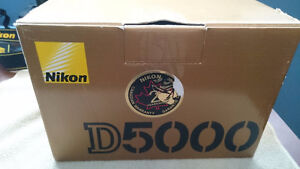 Nikon D5000 package Like New Shutter count 2978
