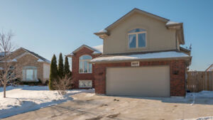 907 SOUTHWOOD, LAKESHORE - 4 BEDROOM RAISED RANCH