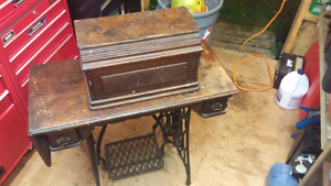 Late 1800s Singer Treadle Sewing Machine