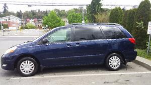 2007 Toyota Sienna LE Minivan, Van