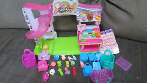 Shopkins with 26 items