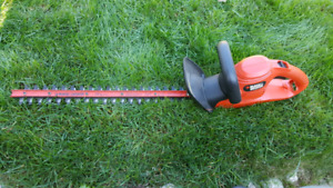 BLACK and Decker Elecyroc Hedge Trimmer