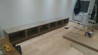 Jeune ébéniste assemble meuble IKEA,SOUTHSHORE,RUBBERMAID