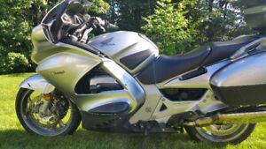 ST1300 2007 argent bas kilométrage (46,000 Km)