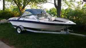 1992 four winns bowrider. With trailer.