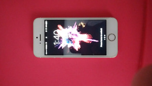 Like New 32GB Rose Gold IPhone SE + Extras!!